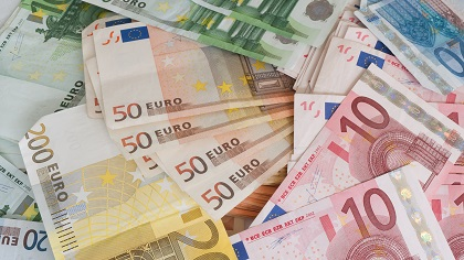 Euro-Banknoten: Fehlt das nötige Kleingeld, ist ein Ratenkauf durchaus interessant.