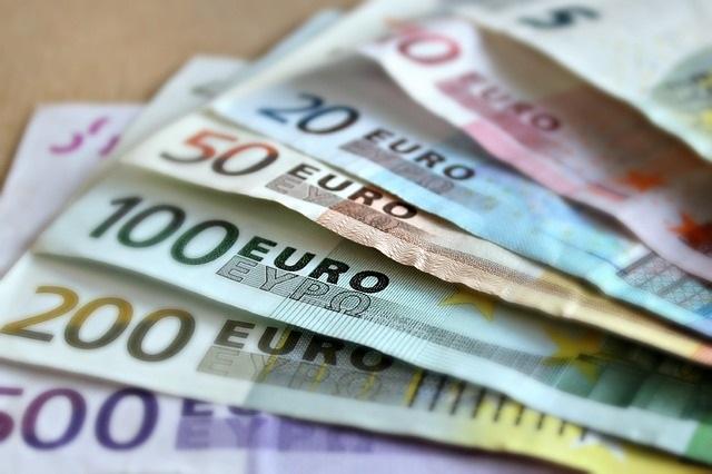 Banknoten für TV-Finanzierung